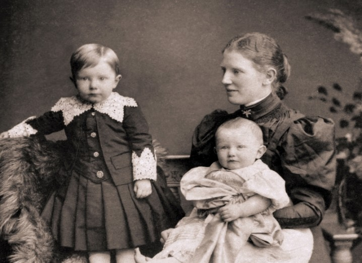 mary-martin-with-2-children