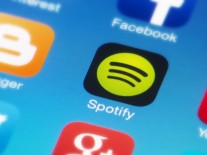 Spotify eyes SoundCloud purchase as Apple challenge intensifies