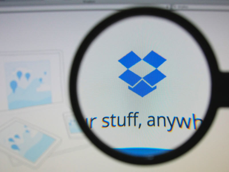Users can now let anyone upload files to their Dropbox account