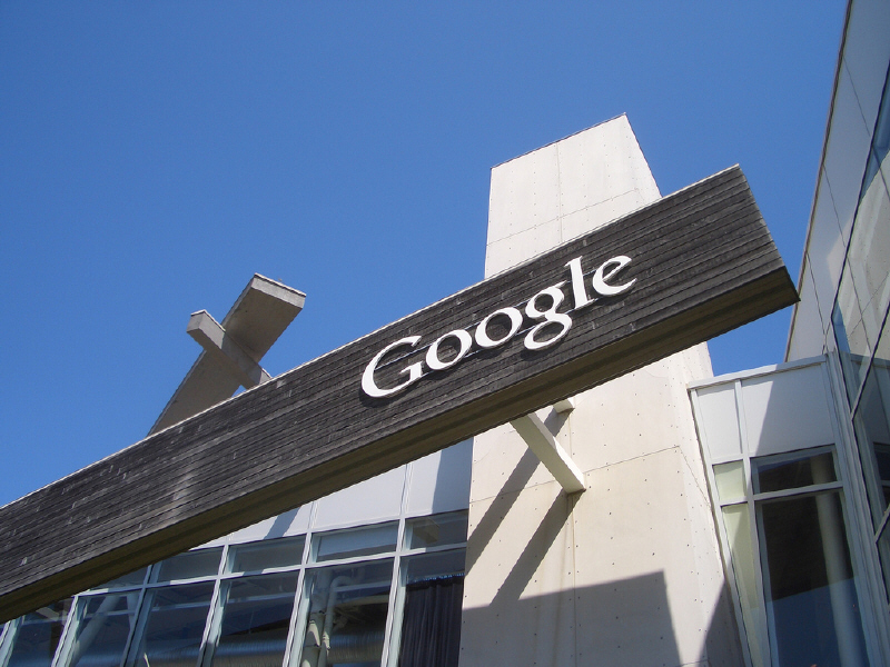 Amazon sues employee for taking Google job