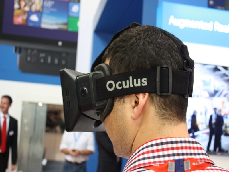 Oculus VR to expand into handheld virtual-reality hardware