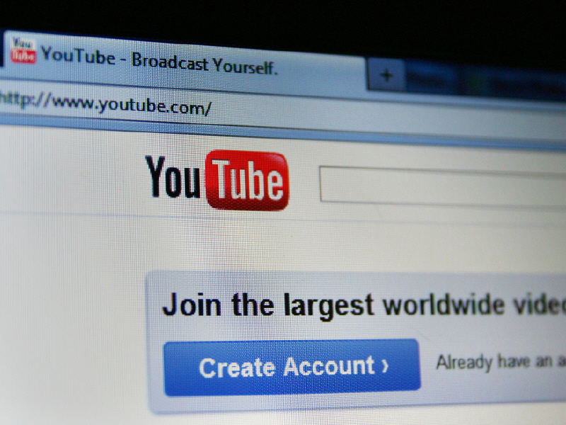 YouTube reaches 300m viewing hours daily, yet behind expectations