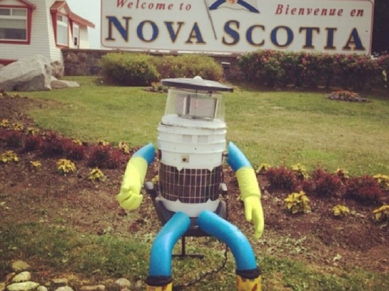 Robot hitchhikes halfway across Canada