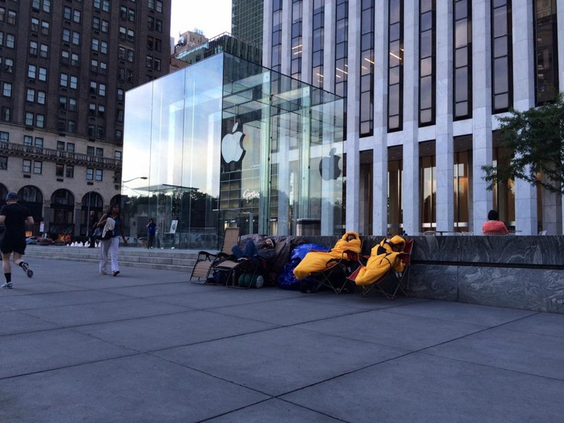 People already lining up for iPhone 6 … or something