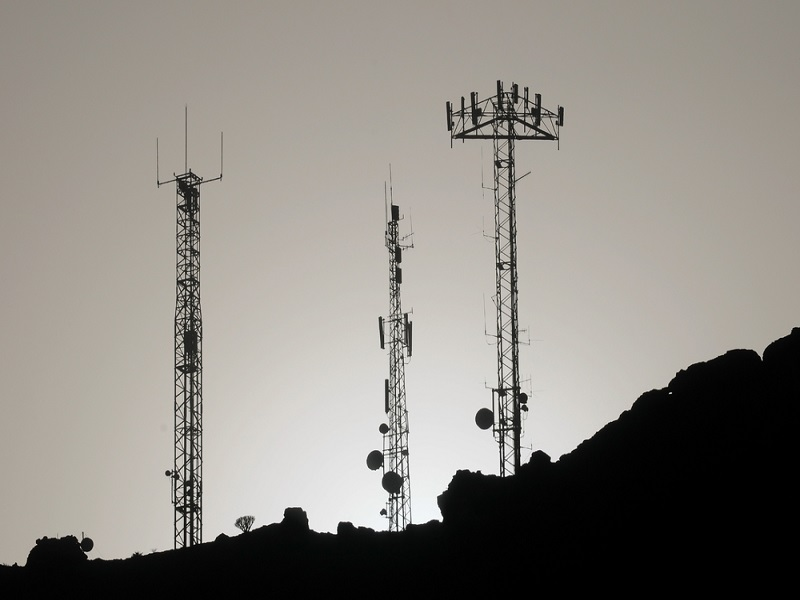 Fake mobile phone towers sucking in data across US