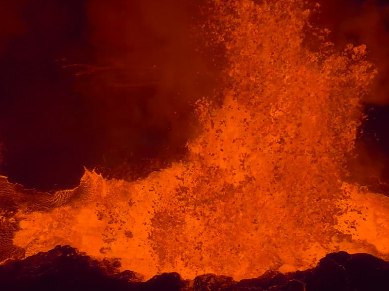 Watch an Icelandic volcano erupt up close (video)