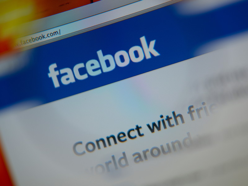 Facebook apologises to drag queens for deleting their accounts