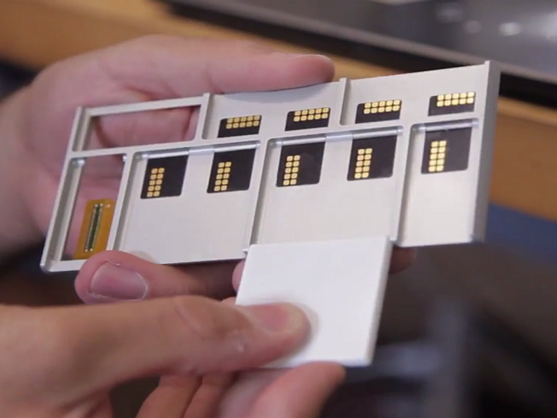 World gets first glimpse of working build-it-yourself phone