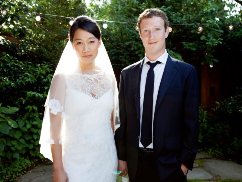 Zuckerberg and Chan make US$25m donation to CDC to fight Ebola outbreak