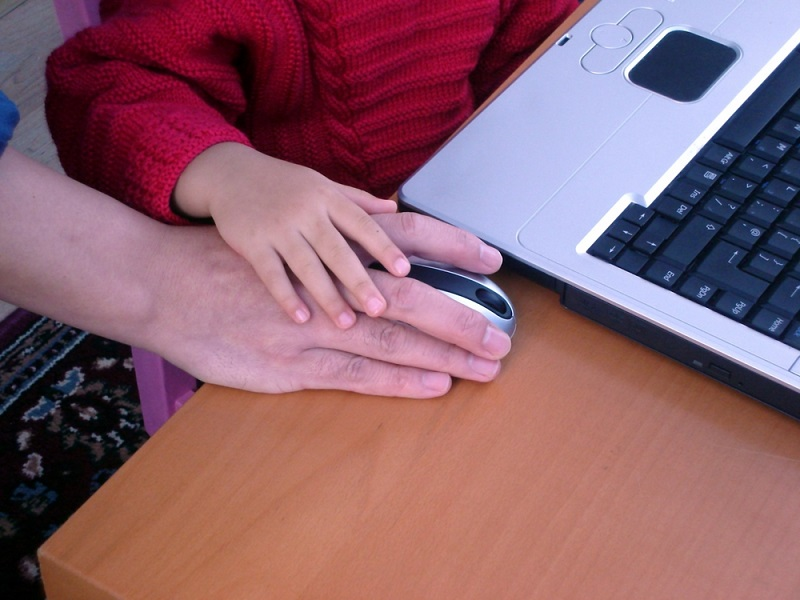6 guidelines for parents to ensure children's safety online