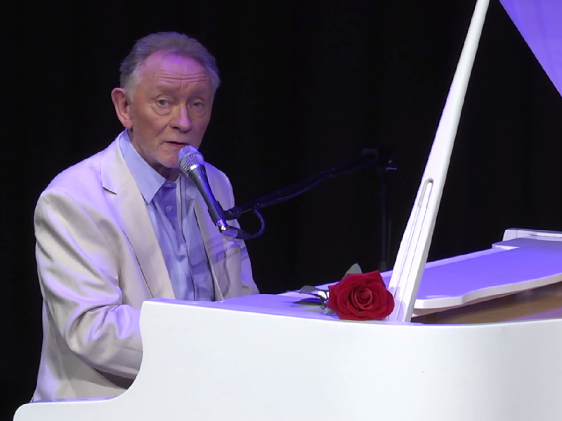 Gigglebit: Phil Coulter's cool clear Irish Water song