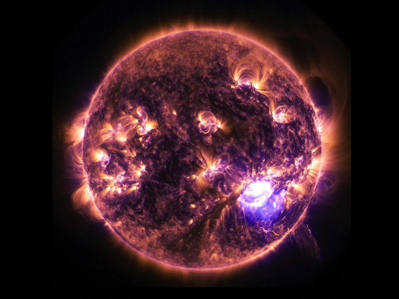 Gigglebit: solar flares light up the holidays (video)