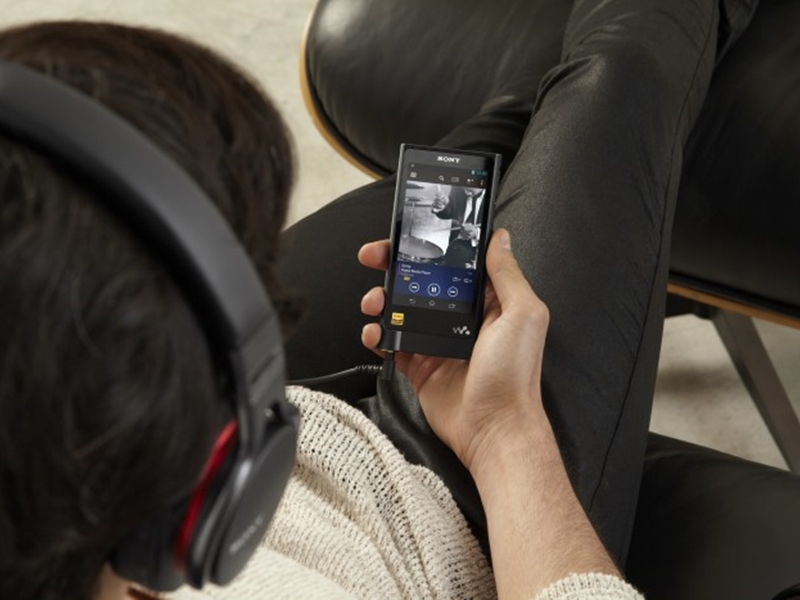 Sony to launch new €940 Walkman