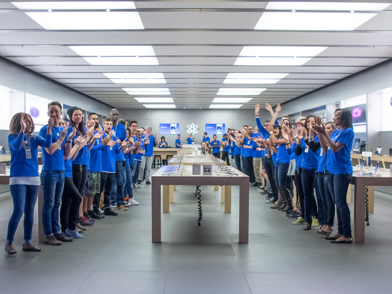 The art of working in an Apple store, while not an Apple employee (video)