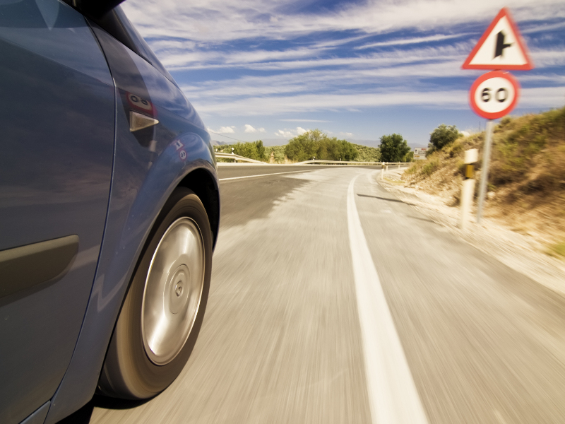 Ford's latest gizmo limits your speed by reading road signs
