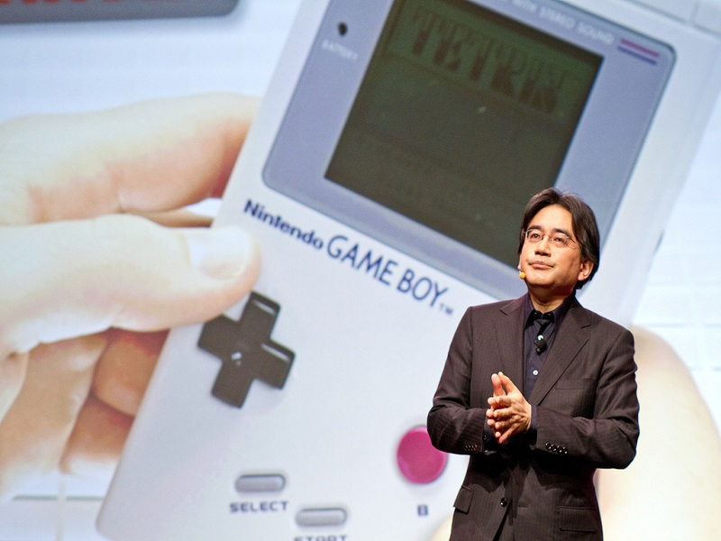 Nintendo embraces inevitable future, agrees to mobile game creation deal