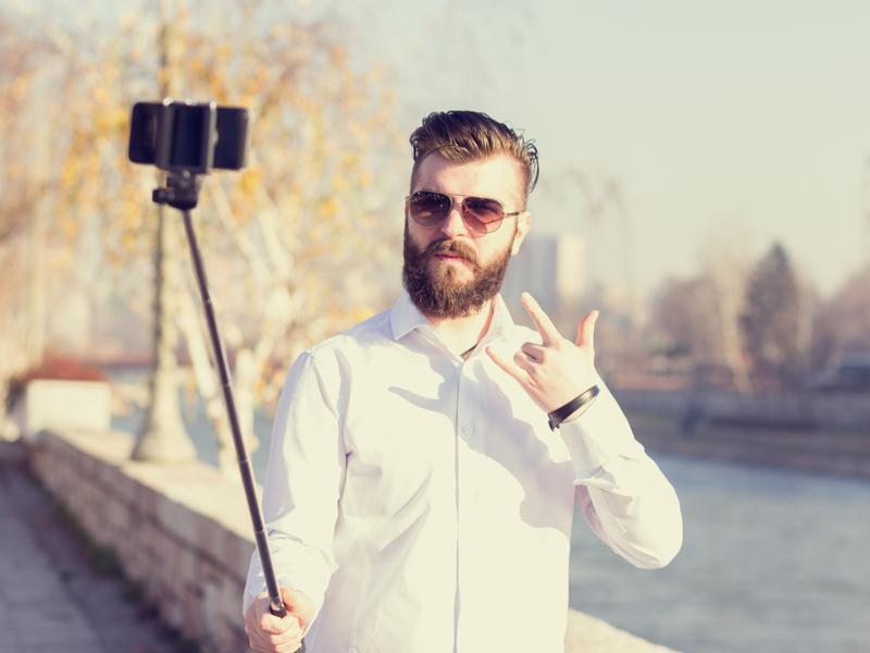US music festivals ban selfie sticks