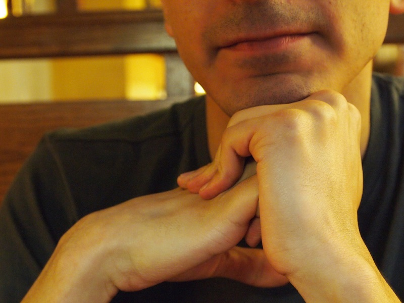 Researchers crack the secret to what makes our knuckles crack