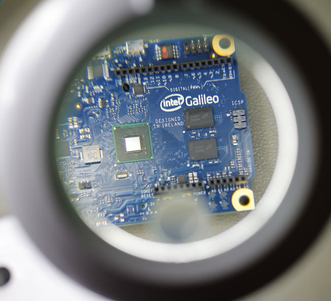 Galileo development board based on the Quark Q1000 chip