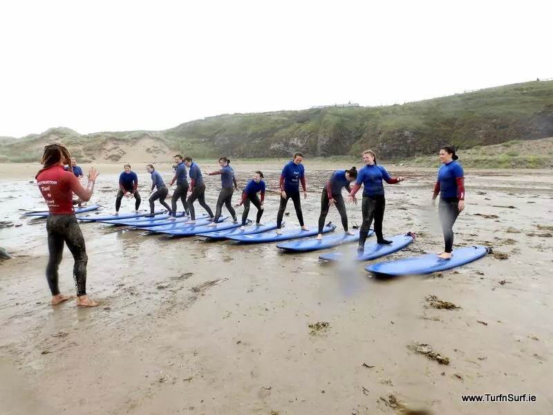 GirlCrew surfing