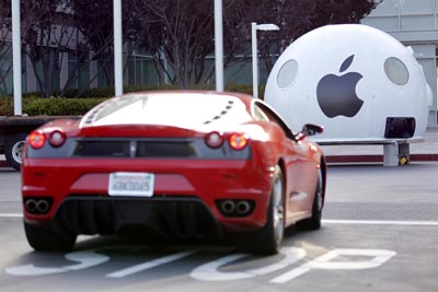 Greenpeace target Apple in California 15 May 2012
