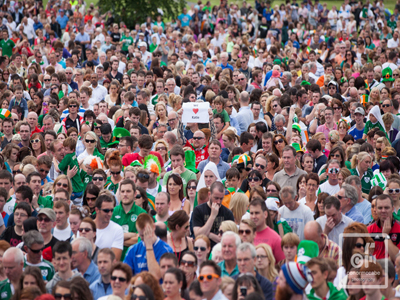 Katie Taylor fans in Bray Co Wicklow during her Olympic final boxing match. Image credit: Conor McCabe Photography