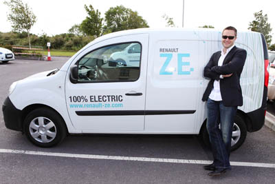 Illusionist Keith Barry pictured with the Renault Kangoo Z.E