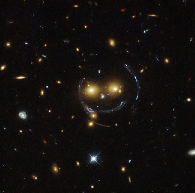Smiling-galaxy-cluster