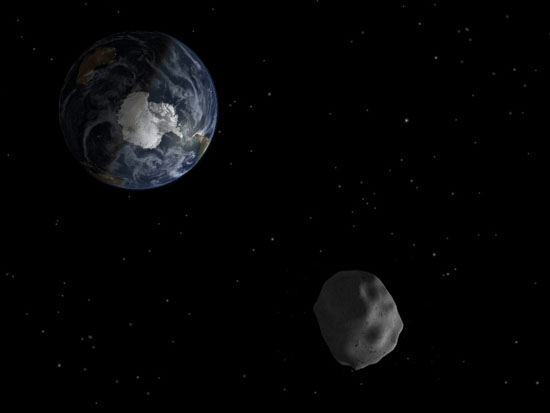 This diagram illustrates the passage of asteroid 2012 DA14 through the Earth-moon system on 15 February 2013. Image via NASA/JPL-Caltech