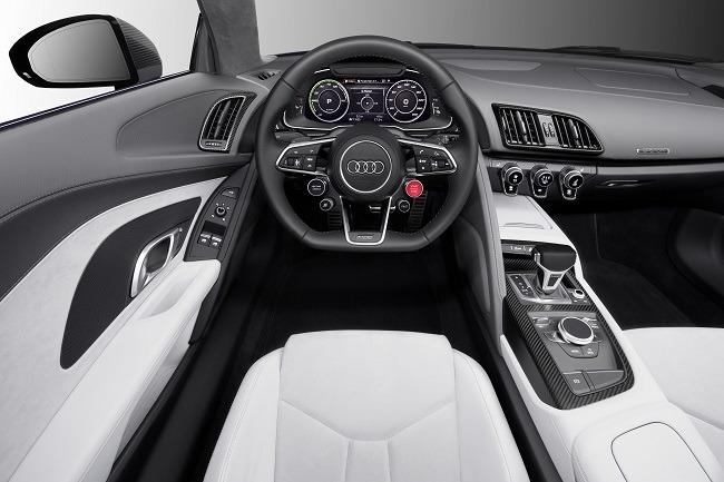 Audi R8 etron cockpit