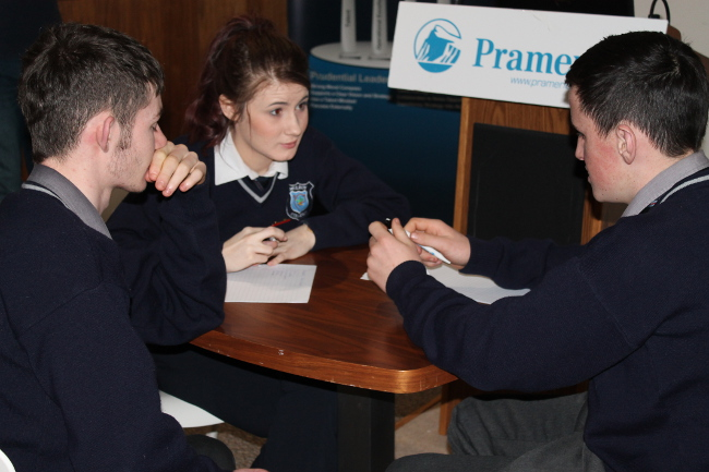 Students take part in quiz at Pramerica facility