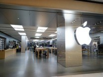 Apple No 1 in China but smartphone market contracts for first time in six years