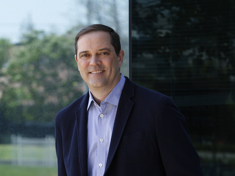 Cisco names Chuck Robbins as new CEO, John Chambers to become executive chairman