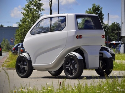 Shrinking electric vehicle the EO Smart Connecting Car 2