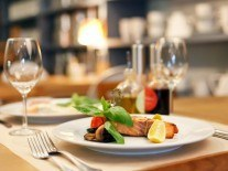 Facebook adds food critic reviews to restaurant pages