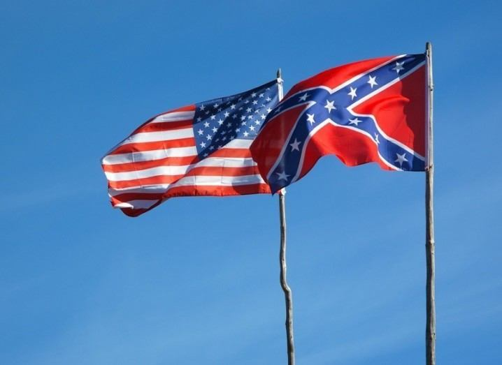 US and Confederate flags