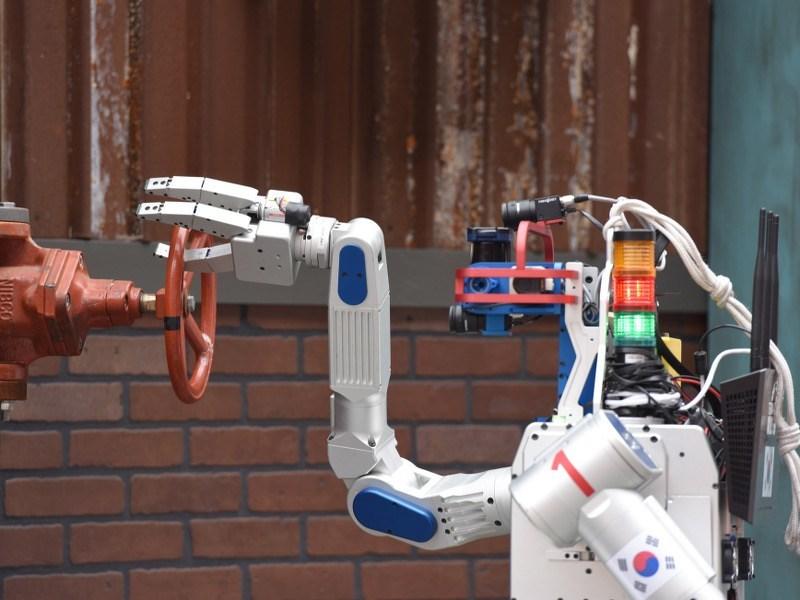 Hubo speeds to US$2m prize in DARPA Robotics Challenge