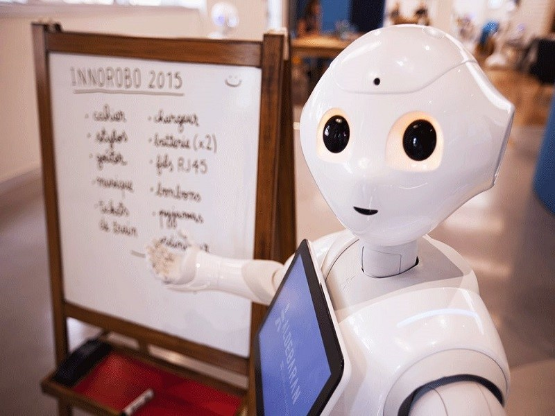 Cool gadgets: Pepper robot and playing HidNSeek