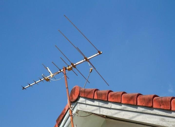 Radio antenna on roof