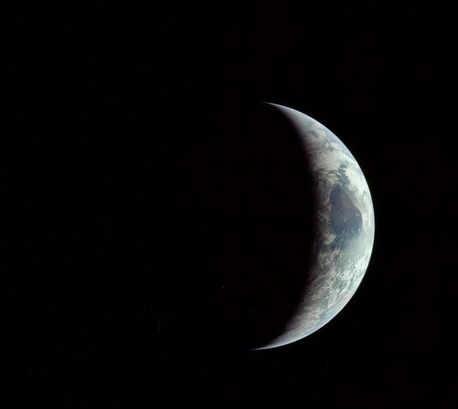 Apollo 11 photos Earth crescent