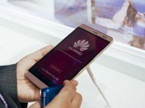 Apple and Huawei eat into Samsung's phone dominance