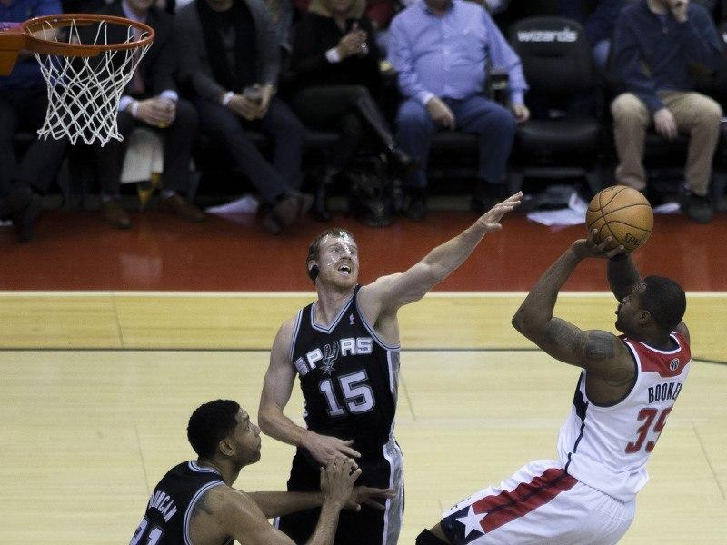 iPhone 6 Plus so big it injured an NBA star