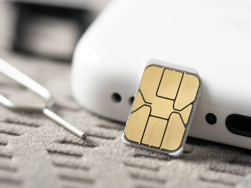 Apple and Samsung to make the traditional SIM card disappear