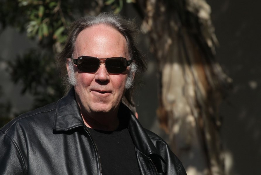 Neil Young pulls music from streaming services