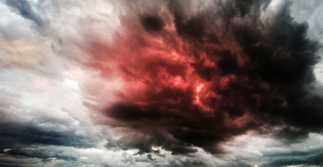 what is a heatwave: storm clouds