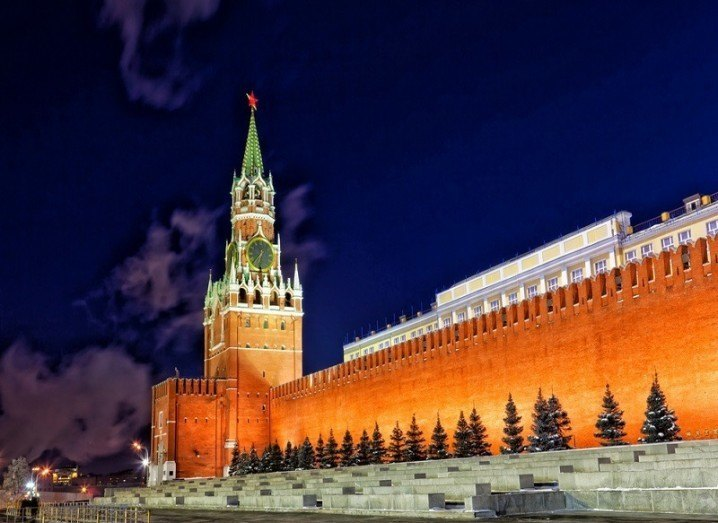 Wikipedia Kremlin at night