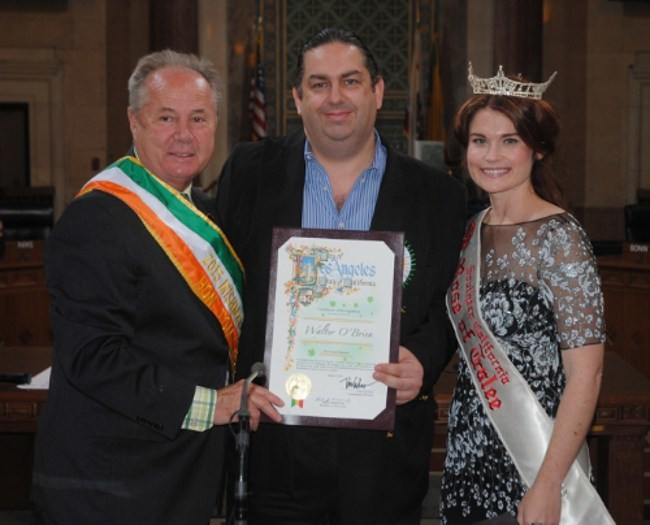Los Angeles Irishman of the Year nominee Walter O'Brien (centre)