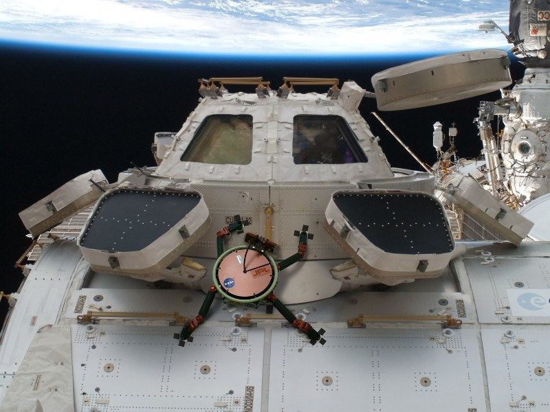 NASA's gecko grippers can cling to spacecraft in the deepest space vacuum