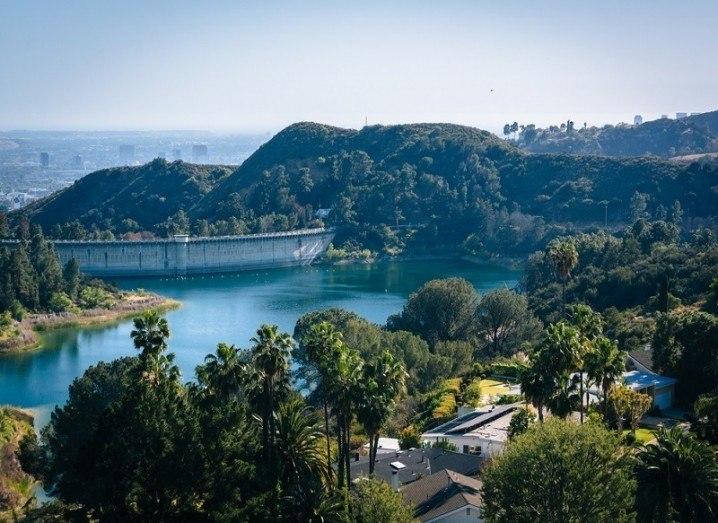 Shade balls Los Angeles reservoir