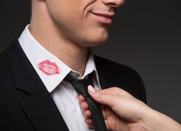 ashley-madison-lipstick-collar-shutterstock